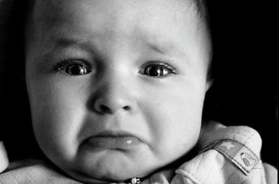 子育て 泣き止ませる裏技