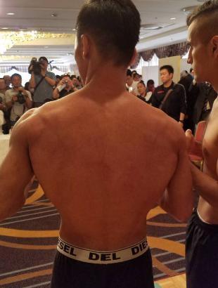 比嘉大吾 背中の筋肉